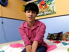 Chinese boy jerk his big cock and athletes male masturbation video at Boy Crush!
