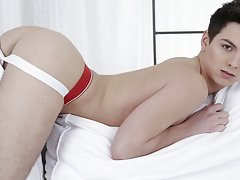 Free pic twink boy bound in the bedroom at Staxus