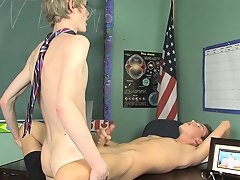 Damien Telrue and Dustin Revees are very bored in detention gay twink reviews at Teach Twinks