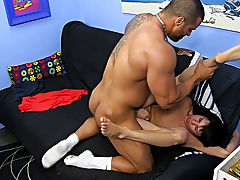 He face-fucks the diminutive lad with his uncut pecker and eats his ass, but that is just the warm up hardcore gays galeries at Bang Me Sugar Daddy