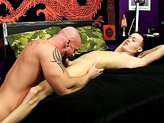Solo naked muscle men videos and picture of hairy naked men at Bang Me Sugar Daddy