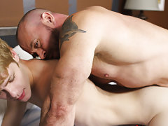 Gay skater eat his own cum and jerking cock cum with condom sex pics at Bang Me Sugar Daddy