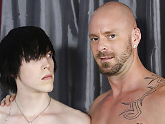 Gay anal sex guide pictures and extreme anal male stretching at I'm Your Boy Toy