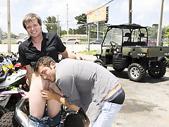 On a hot sunny Miami day two strangers fuck behind a motorcycle mend shop exercise male muscles nud